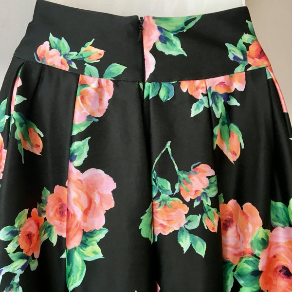 Review Matte Satin Floral Skirt Size 6