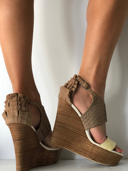 Mimco Atlantis Wedge Stone Clotted Size 40