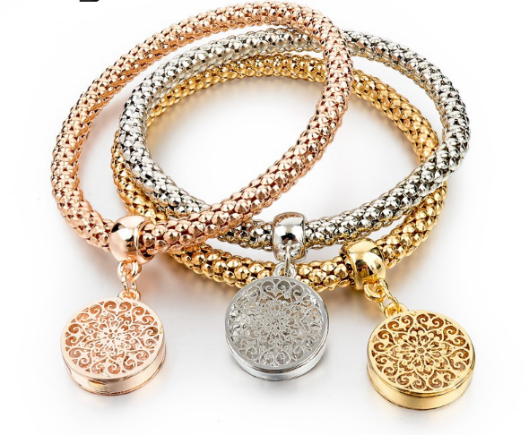 2016 Fashion Bracelet Bangles w. Charm Offer