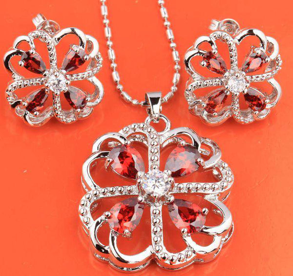 Fascinating Four Leaf Clover Red Garnet Silver Nacklace Jewelry