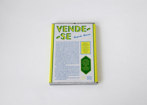Vende-se (For sale)
