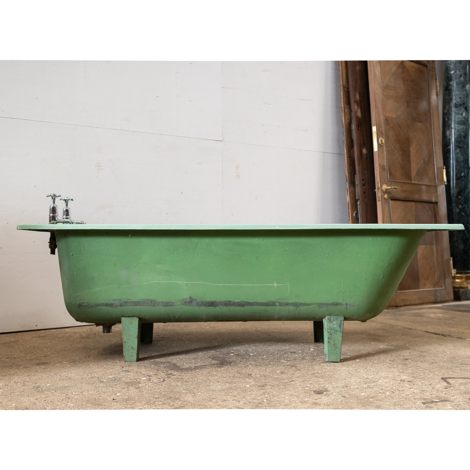 Reclaimed Avocado Green Cast Iron Bath Tub | The Architectural Forum
