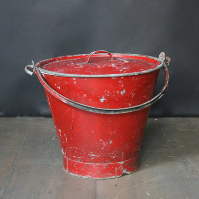 Fire bucket with lid