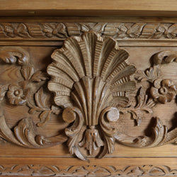 The delicate carved detailing depicts a large central shell and twisted acanthus leaf imagery typical of the Adams style