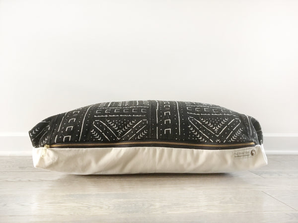 NOIR MUDCLOTH DOG BED