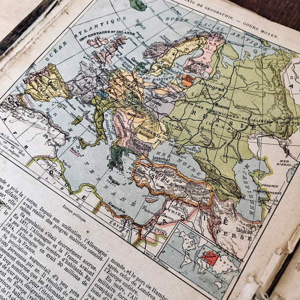 1931 french Geography book - MR CUP
