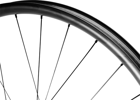 Detail of Traverse SL 38 wheel