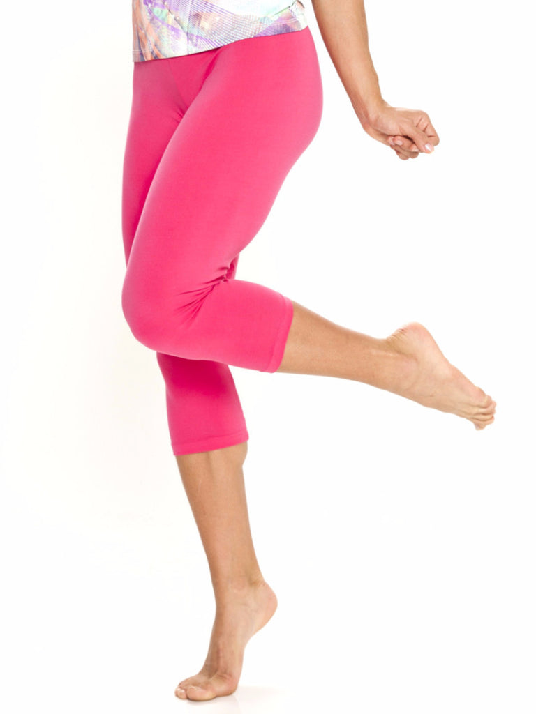 A go-to basic women's sport pants the perfect fit capri leggings hot pink training tights dri-fit