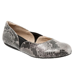 Softwalk Women's Norwich Flat, Black/White Snake
