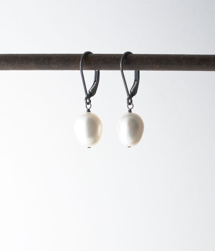 Classic Pearl Egg Earrings