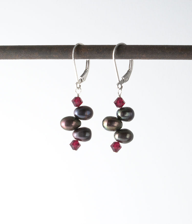 Grace Earrings (garnet)