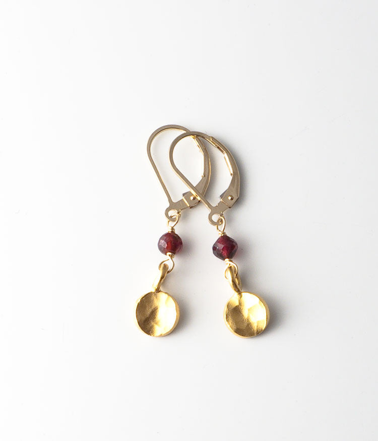 Sandra Earrings (garnet)
