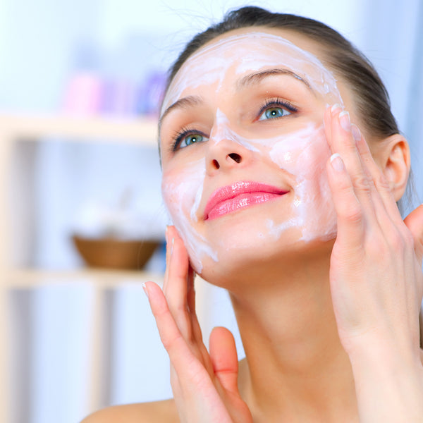 Discover the 4 reasons why you need to apply a facial mask now!