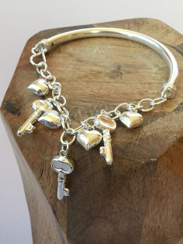 925 STERLING SILVER HEART AND KEY CHARM BRACELET