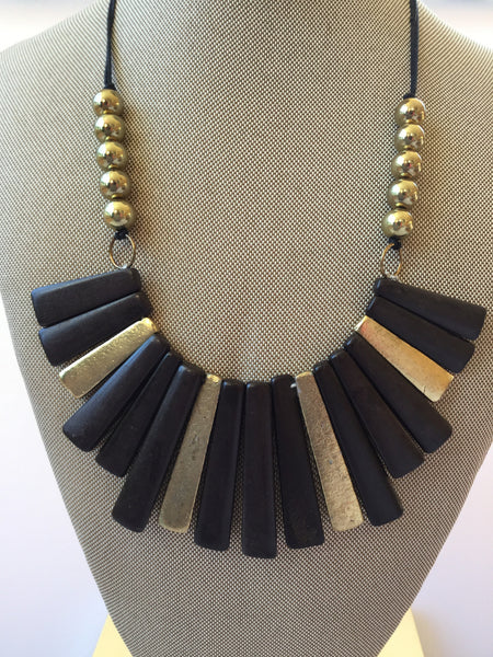 WOOD BIB BOHO NECKLACE