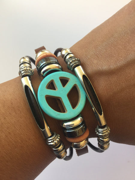 LEATHER BRACELET WITH PEACE SYMBOL
