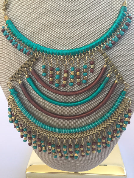 BOHO BIB NECKLACE WITH BEADED SEEDS