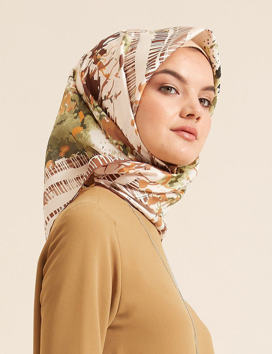 Kayra : A Modern Modest Fashion Influencer Must-Have Scarf Silk Hijabs Kayra