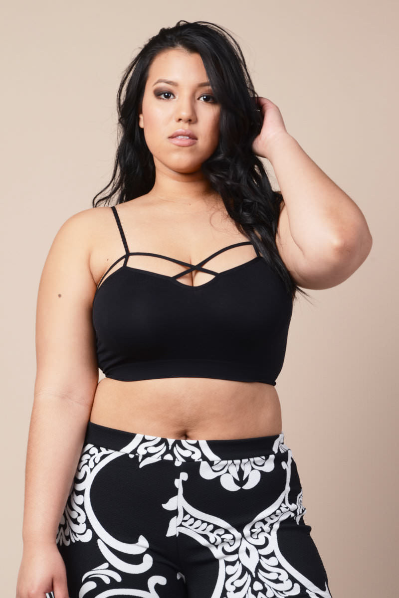 Plus Size Strappy Criss-Cross Crop Top