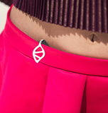 Discreet health tracker made for women. Clips onto clothes and looks like jewelry.
