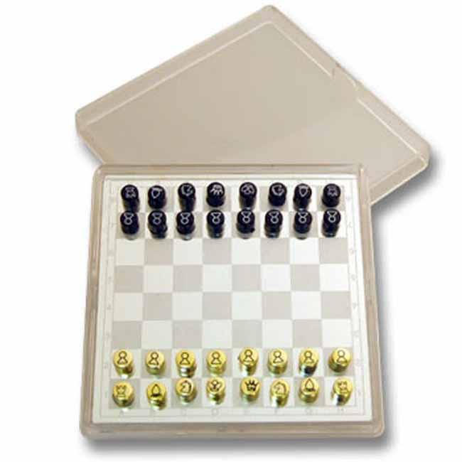 Silver magnetic travel 'chess' set
