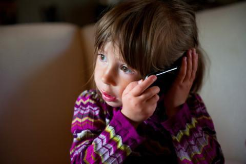 Parents Advised to Rethink Cellphone Use for Children