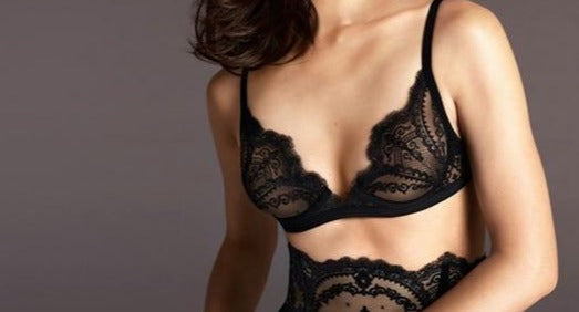 La Peral Art Deco, a classic little black bra for the Italian masters, this plunge bra is a wardrobe essential. Style 904777.