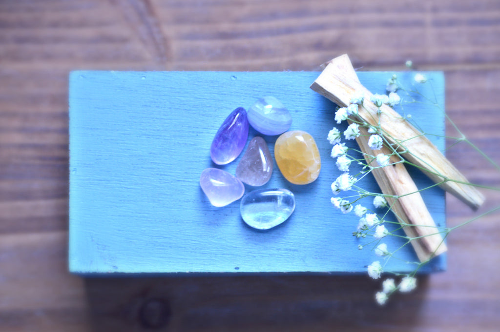 Relaxation Tumbled Stone Kit | Natural Healing Crystals | Chakra Therapy | Clear Quartz, Amethyst, Blue Lace Agate - Sacred Soul Stones