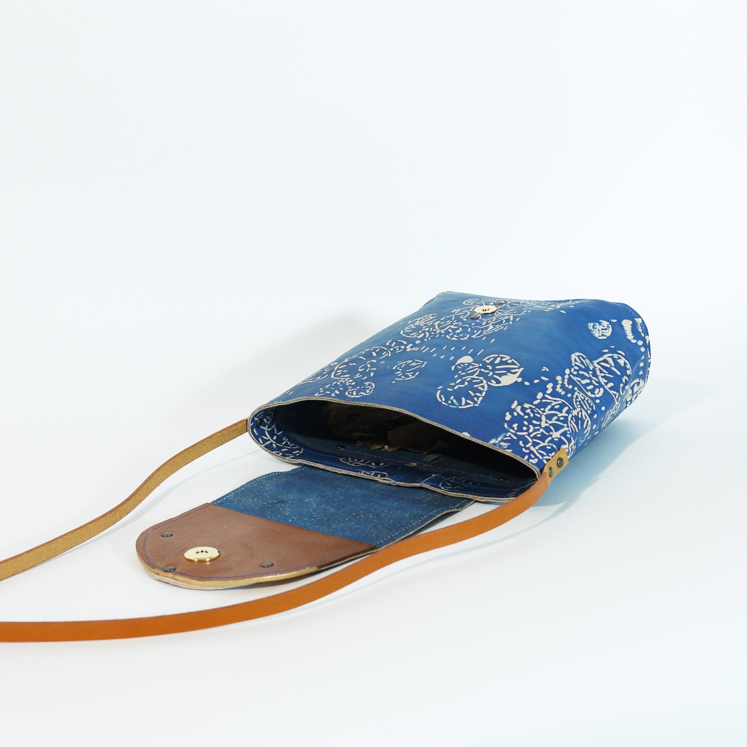 FLORAL INDIGO bucket shoulder bag.