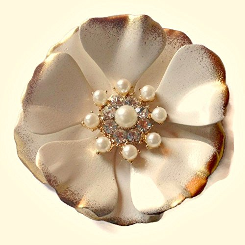 Cream and Goldtone Brooch