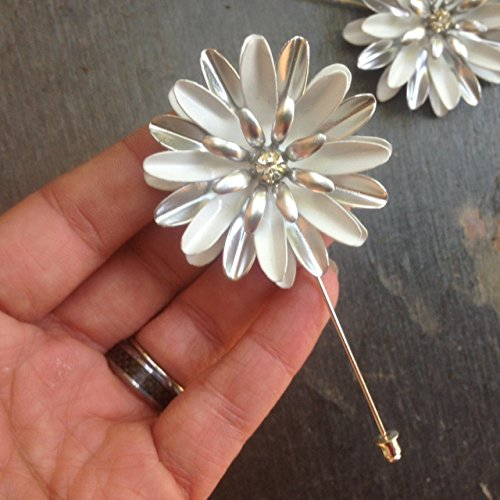 Daisy White and SIlver Tone