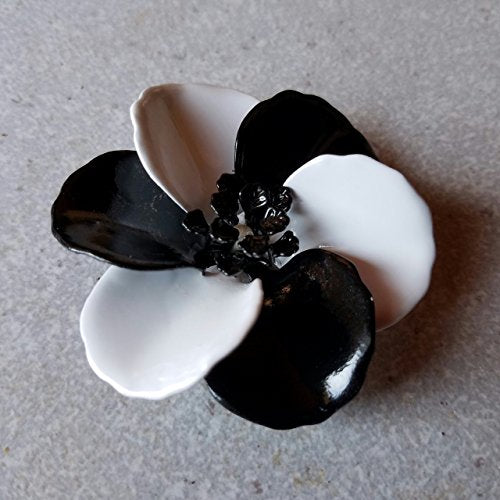 Black and Whitel Flower Brooch