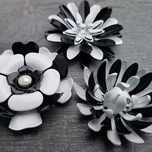 Alternating Black and White Magnets