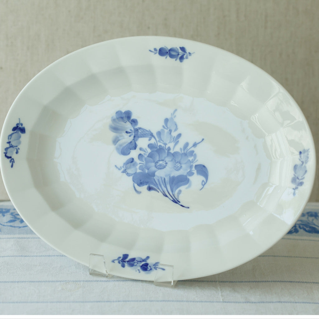 blue flowers platter front view
