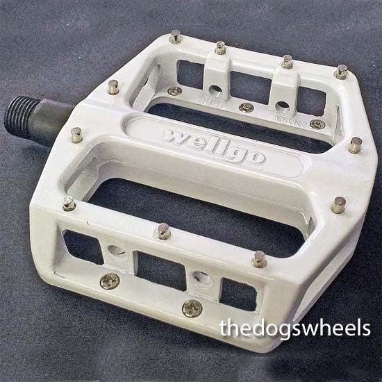 Flat Platform Mountain Bike MTB / BMX Bicycle Pedals  * 22 Pins * White 9/16""