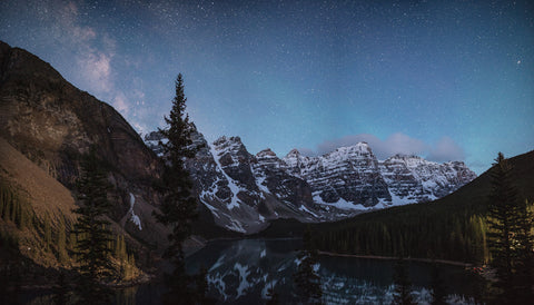 MORAINE LAKE UNDER THE STARS