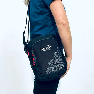 black-travel-bag-wildkiwi-new-zealand-392TB