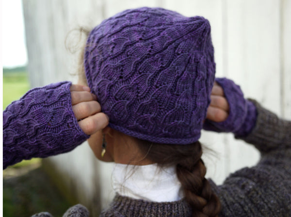 Fallberry Mitts, Hat, and Scarf