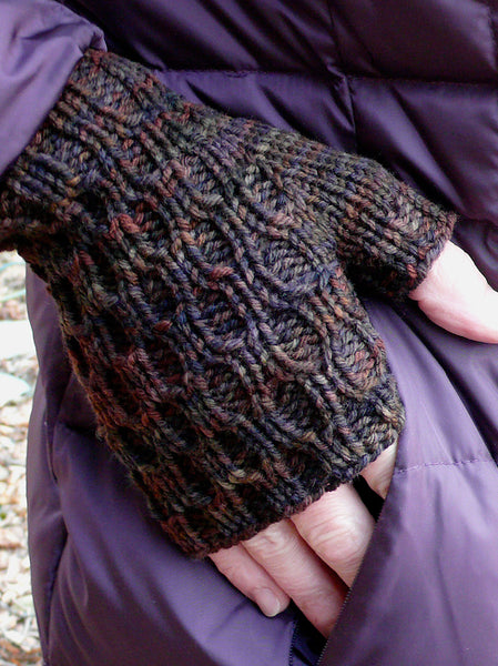 Lacunae Mitts and Hat