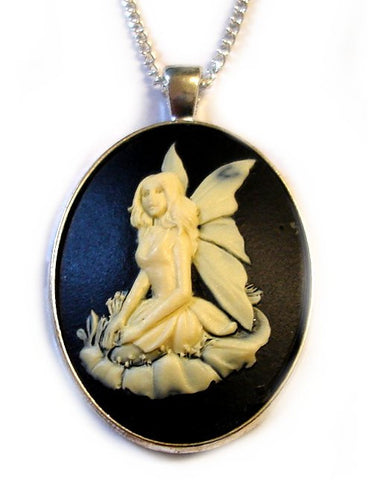 BLACK FAERiE CAMEO NECKLACE