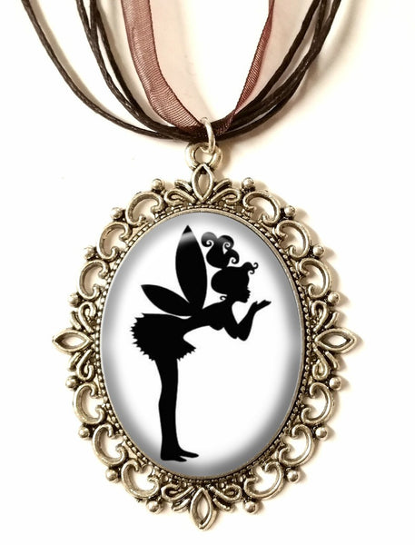 DEiTY KiSSiNG FAERiE SiLHOUETTE CAMEO NECKLACE