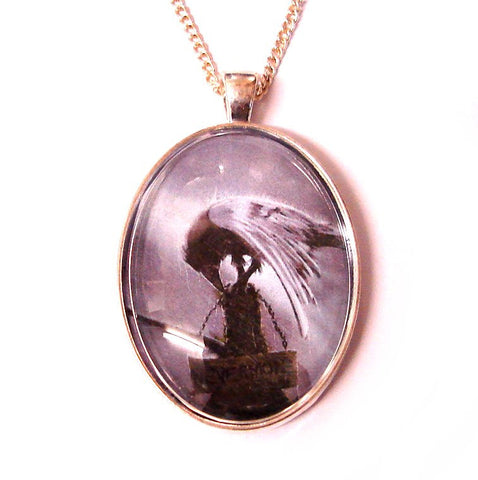 GOTHiC RAVEN CAMEO NECKLACE