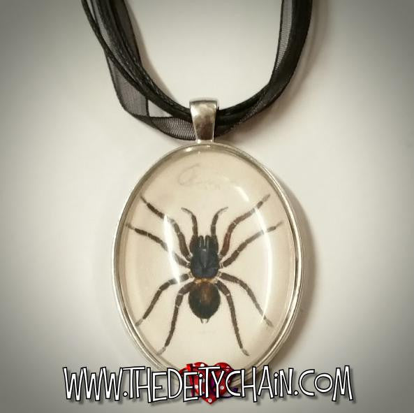 ARACHNiD CAMEO NECKLACE