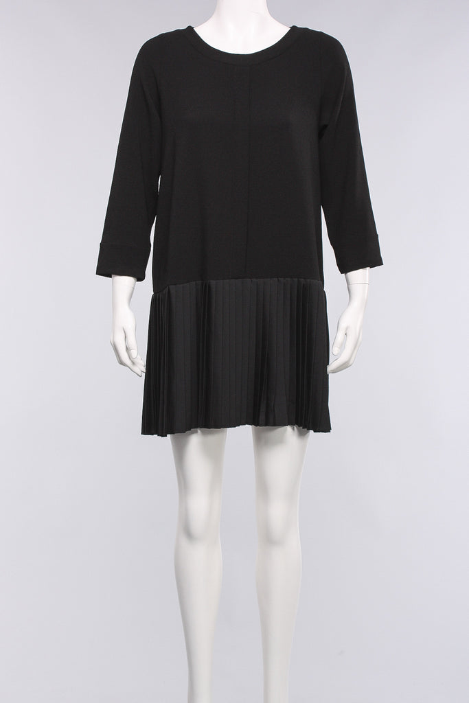 Dress With Pleats in Black