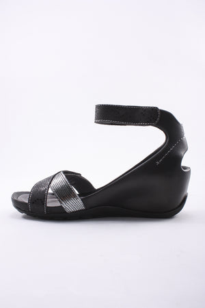 Ankle Strap Wedge in Black/PLATA