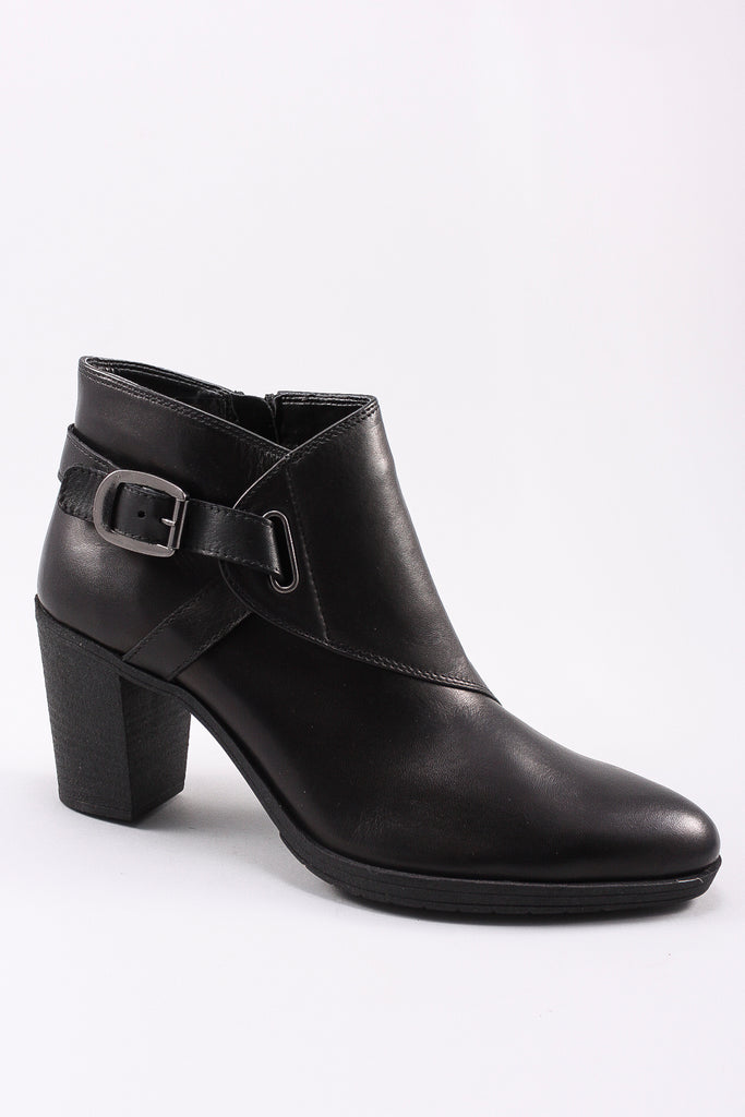 Saddle Up in Black