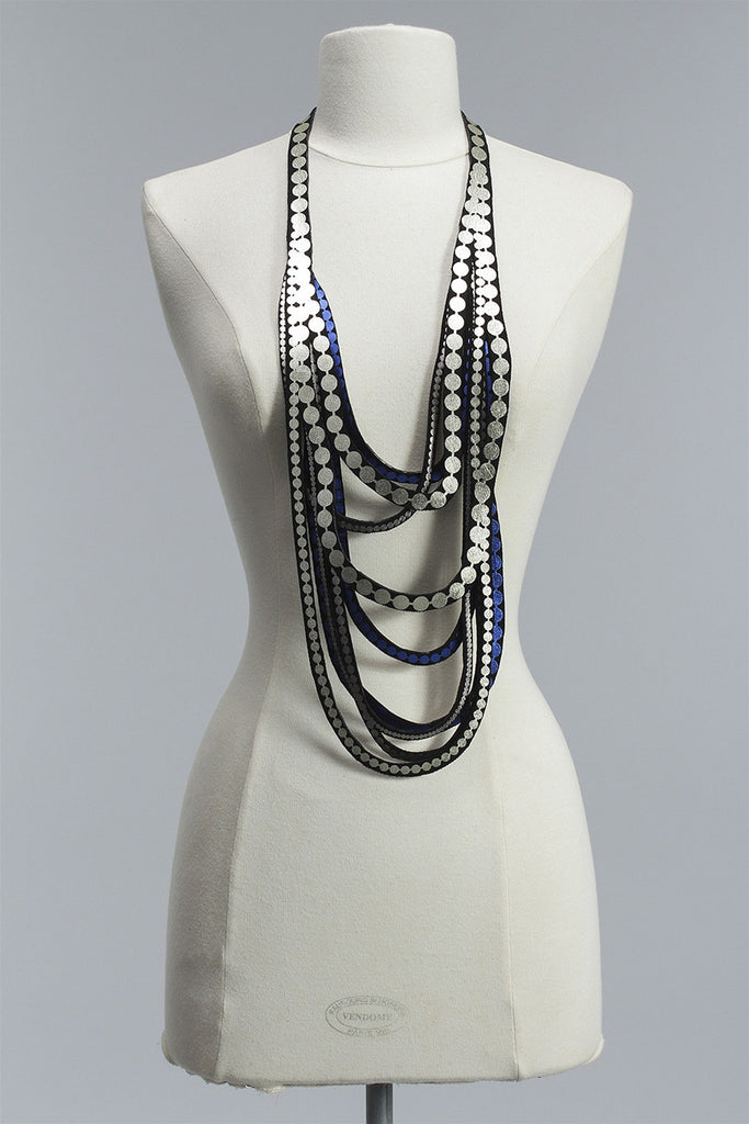Pearls Re Necklace in White Gold/Silver/Blue