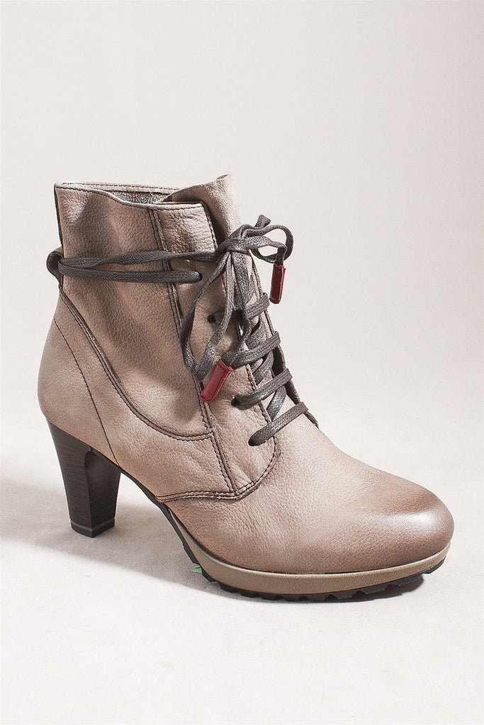 Lace Up Boot in Pepper 25226 - PEPPER