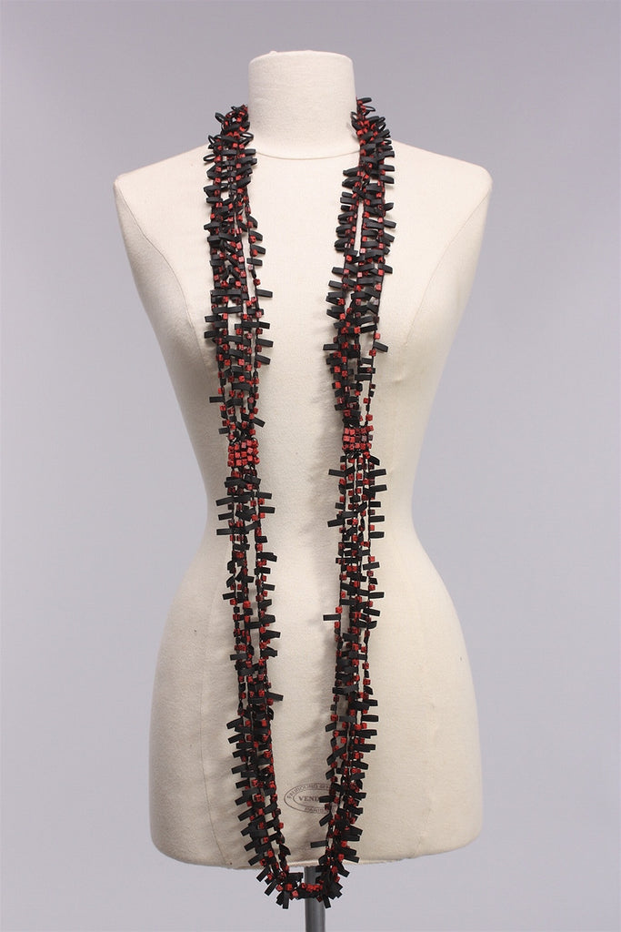 Rubber with Wooden Beads in Red/Black NL1625 - CRL/BLK