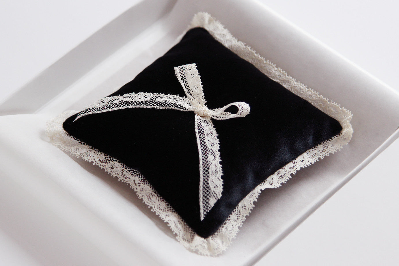Wedding Ring Pillow Velvet Black Decorated with Lace Bow - Liumy